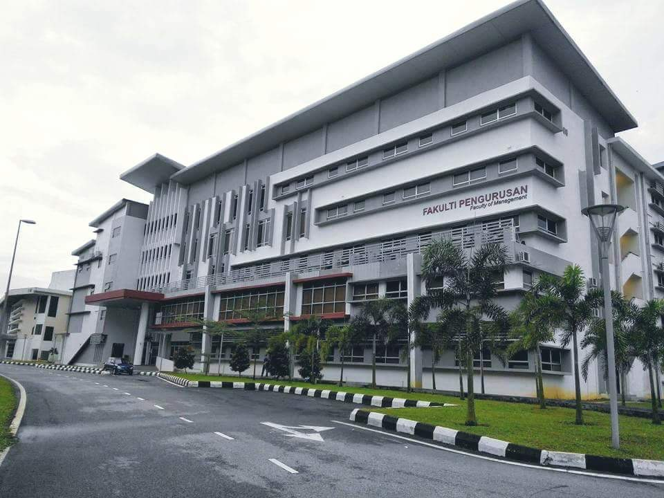 To All New Students A Warm Welcome Happy Studying Here Faculty Of Management Utm Sariati Azman