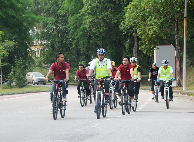 Cycling Tours with Vice-Chancellor/President of UTM